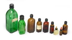 Apothekerflaschen braun und grün