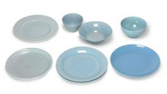 Teller und Schalen blau