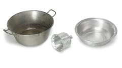 Metall-Schüssel und Wäschestampfer